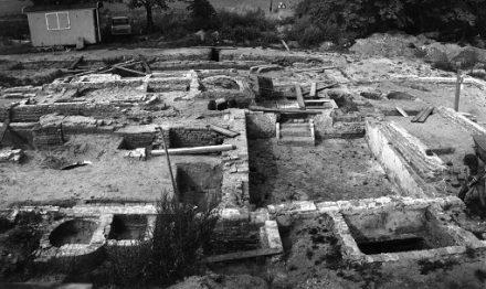 Toneelstuk op een 13e-eeuwse ruïne